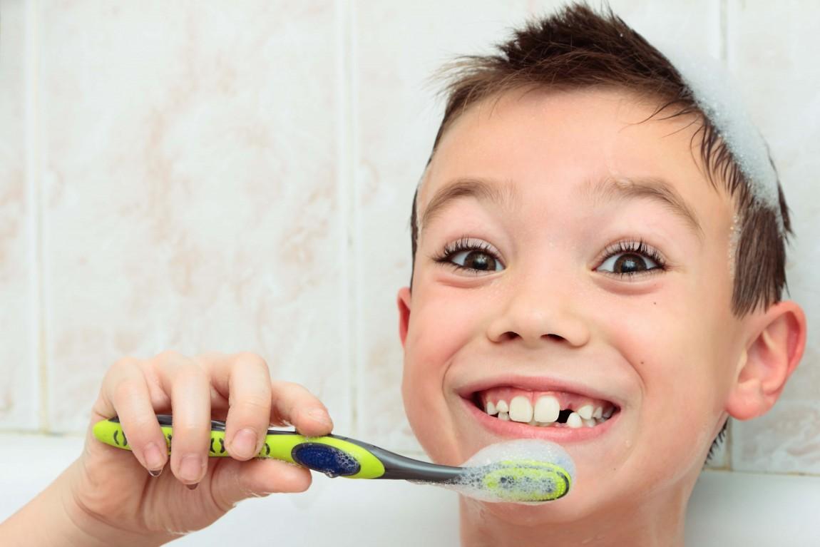Karijes na mliječnim zubima: kada je vrijeme za brigu