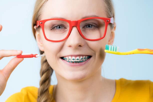 Kako čistiti fiksne zubne aparatiće?